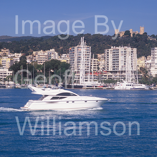 GW32340-60 = Boat Show Bound - Fairline motor yacht ( with Belver