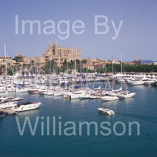 GW32540-60 = Panoramic view over Palma International Boat Show 2008